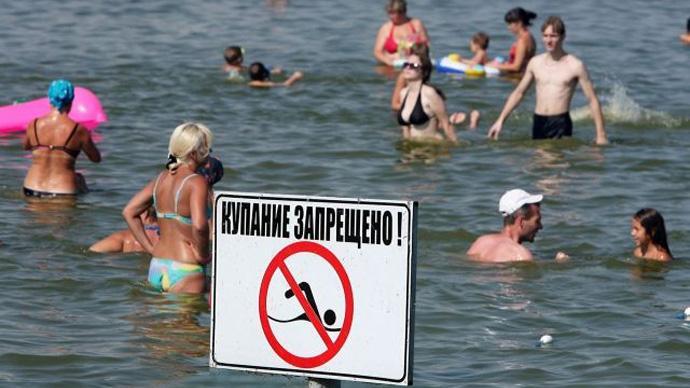 Ограничивать купание в неизвестных открытых водоемах