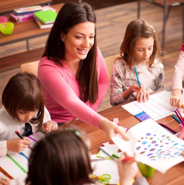 Дети учатся в школе