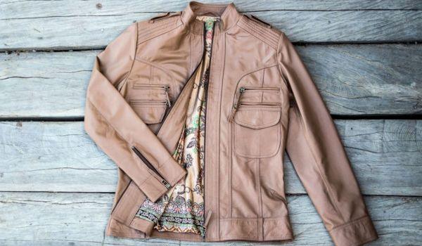Стильные кожаные куртки и пальто для женщин после 50 лет