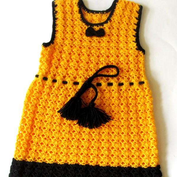 Вязаный сарафан желтого цвета