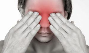 Проявляется острая, режущая боль