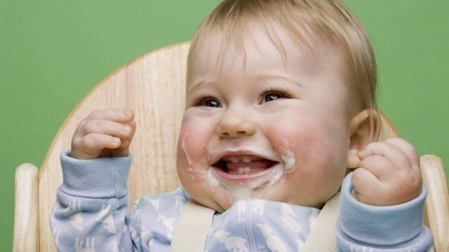 Ребенок срыгивает после кормления смесью?