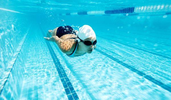 Как выглядеть красиво в бассейне