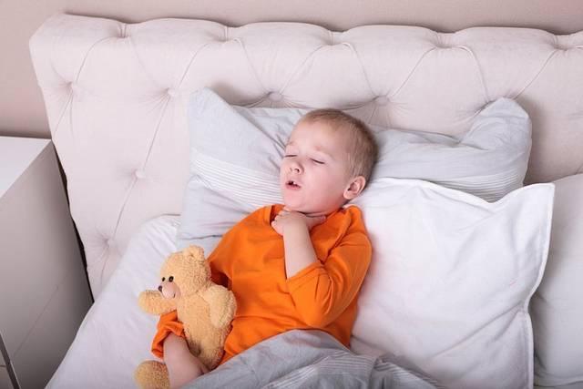 Что делать при непрерывном кашле у ребенка?