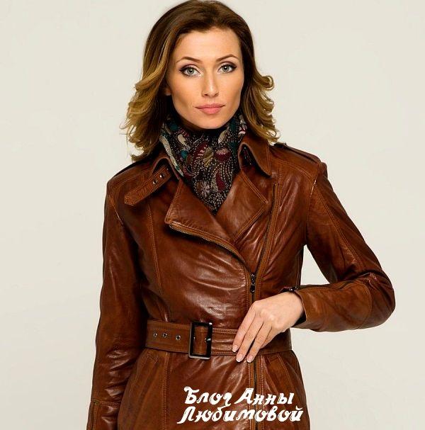 Женщина за 50 лет в кожаной куртке