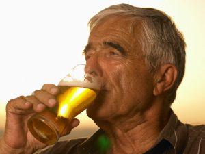 Выпивающий дед
