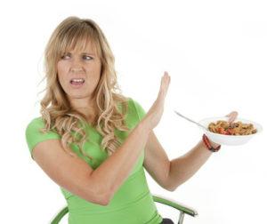 Потерей или снижением аппетита