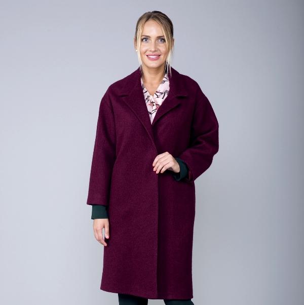 Женщина в пальто кокон