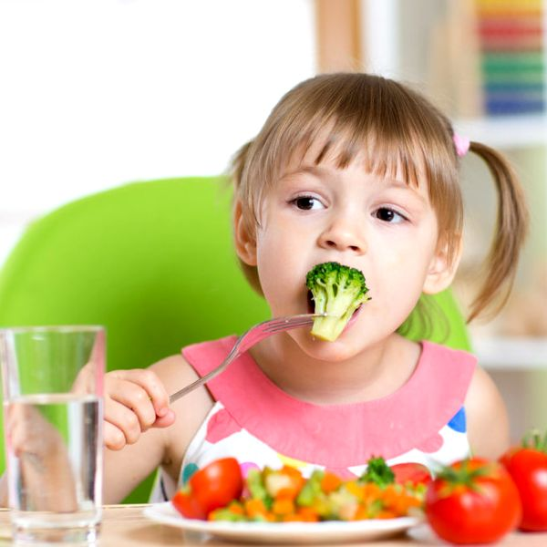 ребенок ест после рвоты