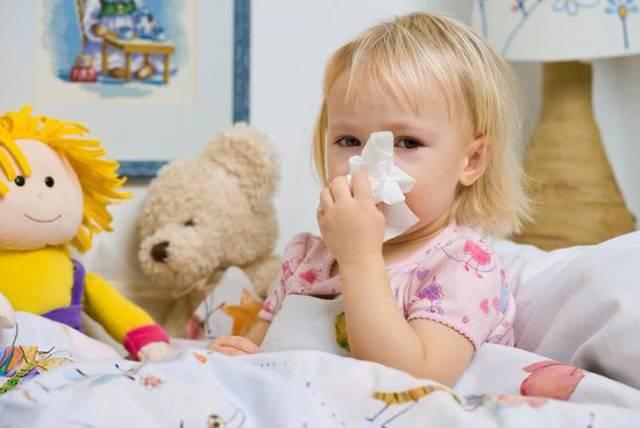 Как быстро и эффективно вылечить насморк у ребенка