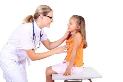 Девочка у врача