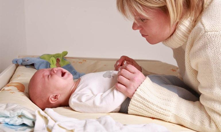 Когда начинаются и проходят колики у новорожденного