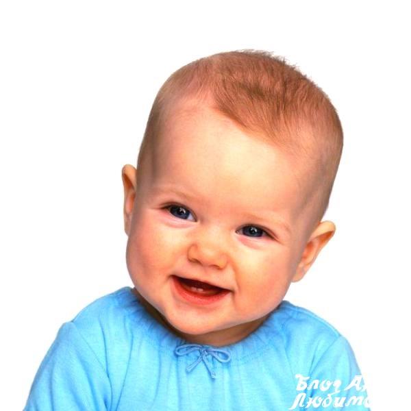 Малыш улыбается в девять месяцев