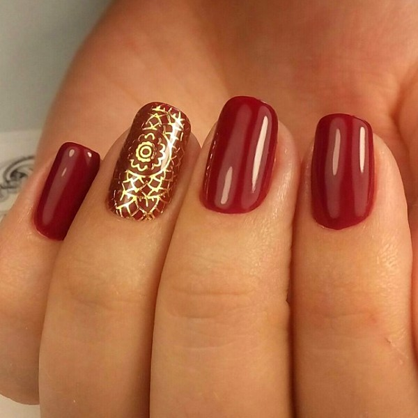 Ажурный узор на ногтях